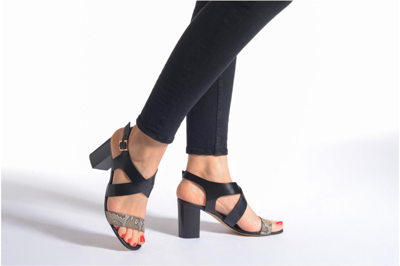 Sandales et nu-pieds Georgia Rose Baton Marron vue bas / vue portée sac