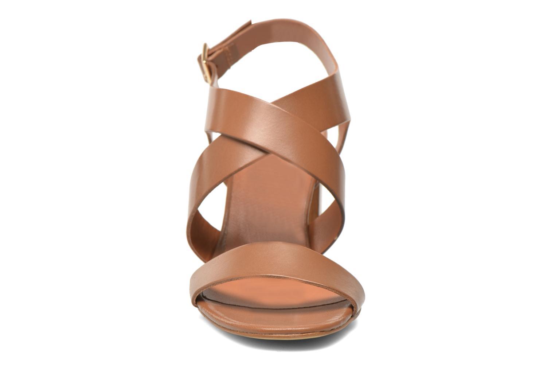 Sandales et nu-pieds Georgia Rose Baton Marron vue portées chaussures
