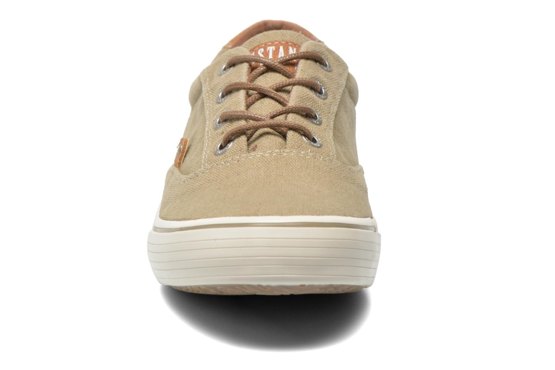 Baskets Mustang shoes Shown Beige vue portées chaussures