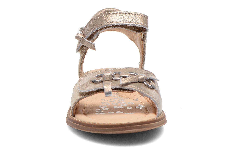 Sandales et nu-pieds Babybotte Koxinel Or et bronze vue portées chaussures