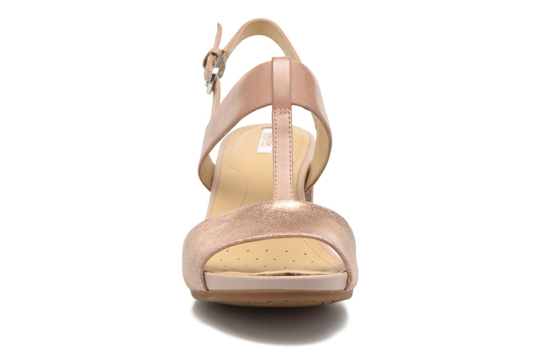Sandales et nu-pieds Geox D SYMI B D6273B Beige vue portées chaussures