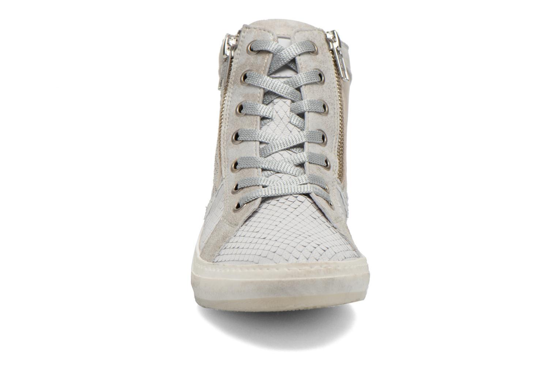 Sneakers Khrio Camapa Beige modello indossato