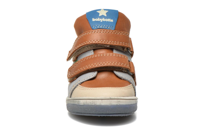 Baskets Babybotte Vancouver Marron vue portées chaussures