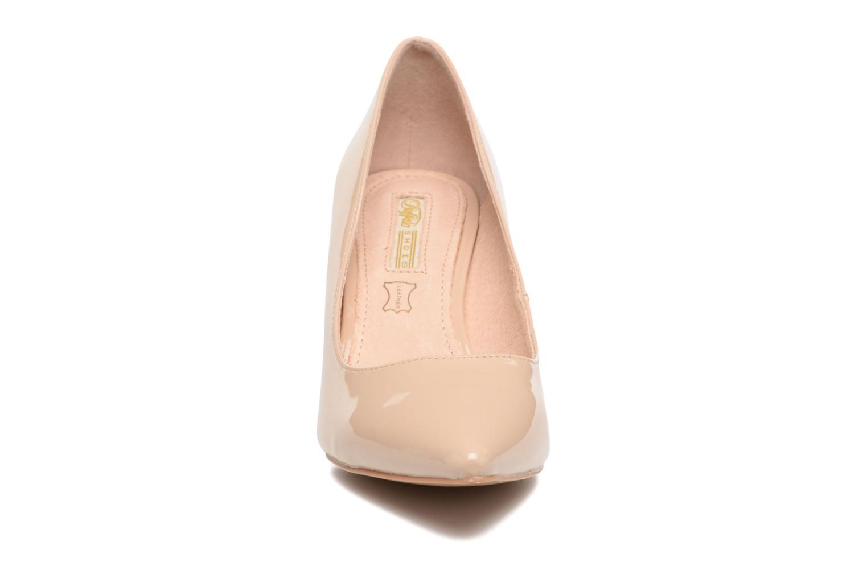 Zapatos de tacón Buffalo Lèv Beige vista del modelo