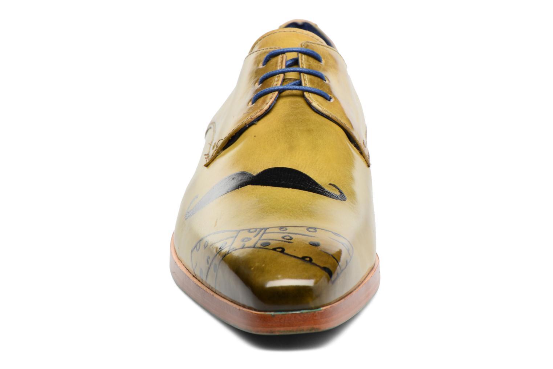 Zapatos con cordones Melvin & Hamilton Lewis 13 Amarillo vista del modelo