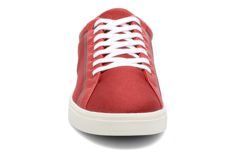 Baskets Lacoste Lenglen 216 1 Rouge vue portées chaussures