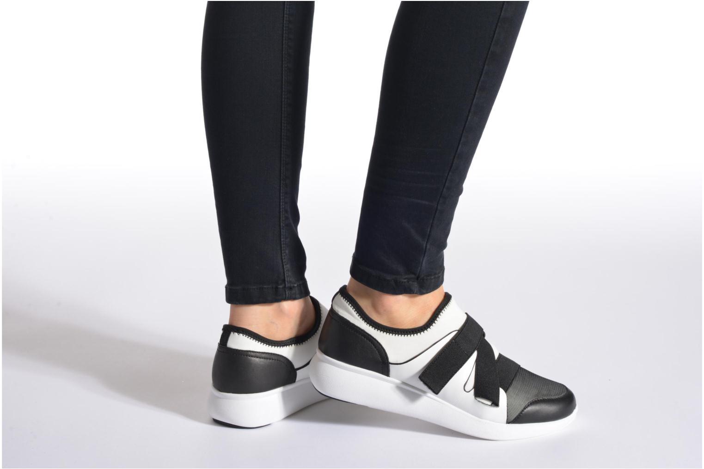 Sneaker DKNY Tilly mehrfarbig ansicht von unten / tasche getragen