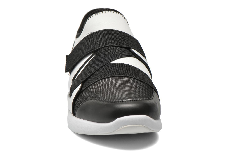 Sneakers DKNY Tilly Multicolore modello indossato
