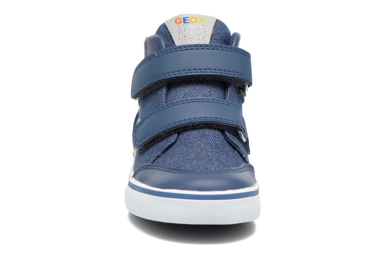Sneakers Geox B Kiwi G. A B62D5A Azzurro modello indossato