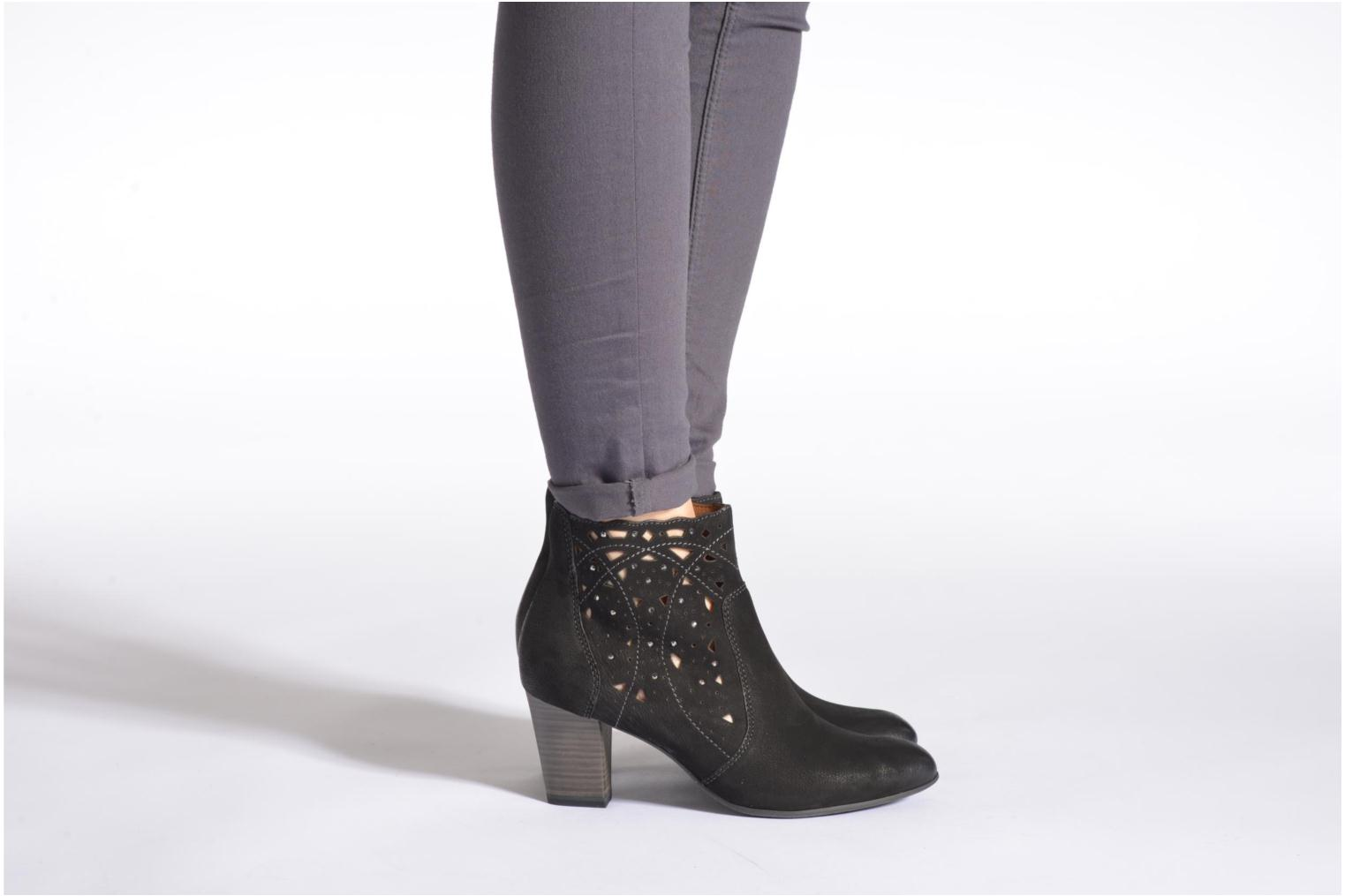 Ankle boots Tamaris Cara Black view from underneath / model view