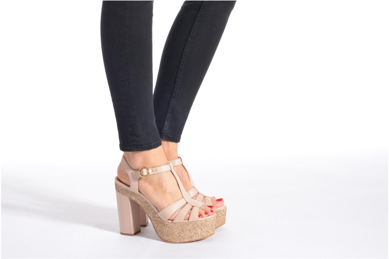 Sandalen What For Cabia beige ansicht von unten / tasche getragen