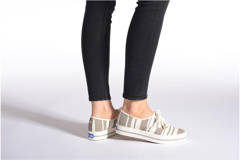 Sneaker Keds Triple Fairemont Stripe schwarz ansicht von unten / tasche getragen