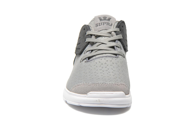 Baskets Supra Motion Gris vue portées chaussures