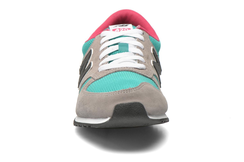 Baskets New Balance U420 M Vert vue portées chaussures