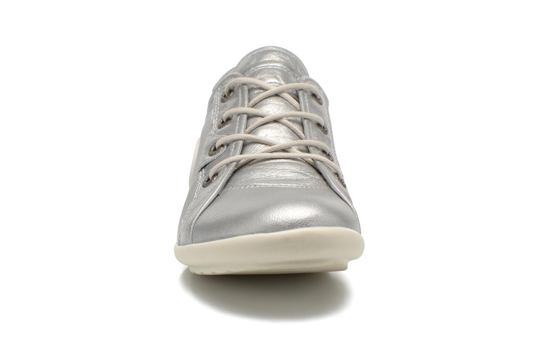 Sneakers Pataugas NomiM Argento modello indossato