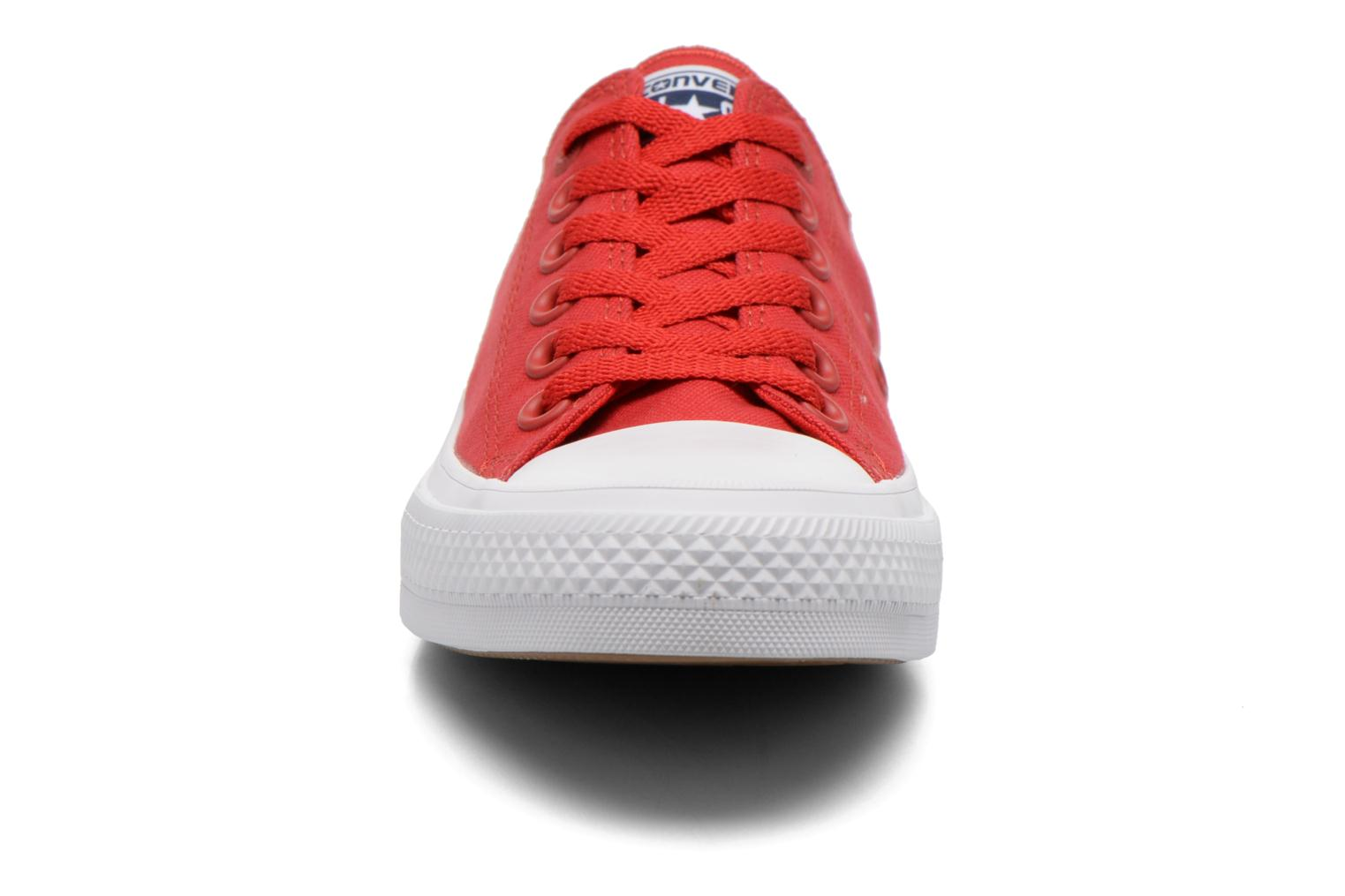 Baskets Converse Chuck Taylor All Star II Ox M Rouge vue portées chaussures