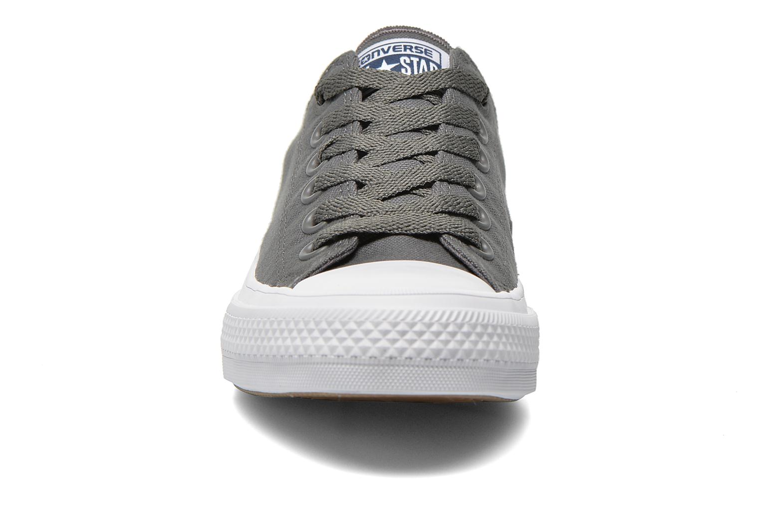 Baskets Converse Chuck Taylor All Star II Ox M Gris vue portées chaussures