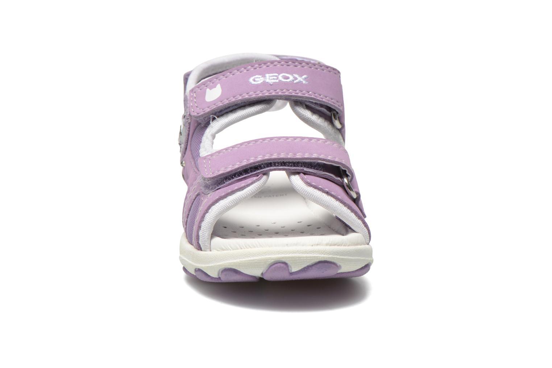 Sandali e scarpe aperte Geox B Sandal Cuore B5290A Viola modello indossato