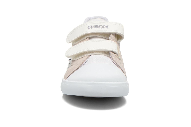 Sneaker Geox B Kiwi Girl B52D5E weiß schuhe getragen