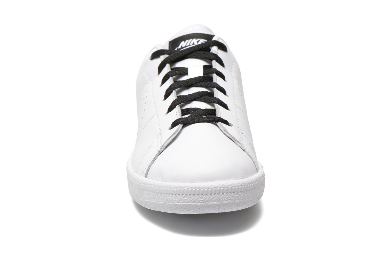 Sneakers Nike Tennis Classic Prm (Gs) Bianco modello indossato