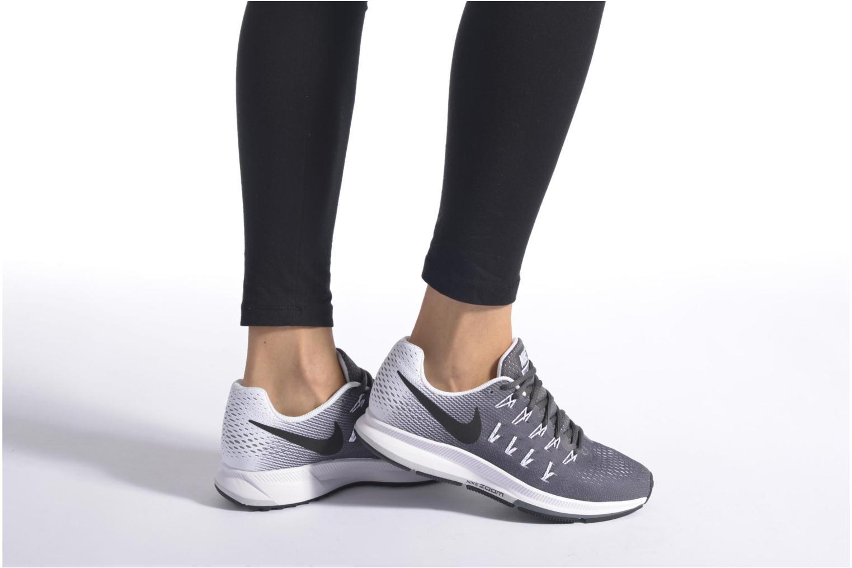 Sportschuhe Nike Wmns Nike Air Zoom Pegasus 33 grau ansicht von unten / tasche getragen
