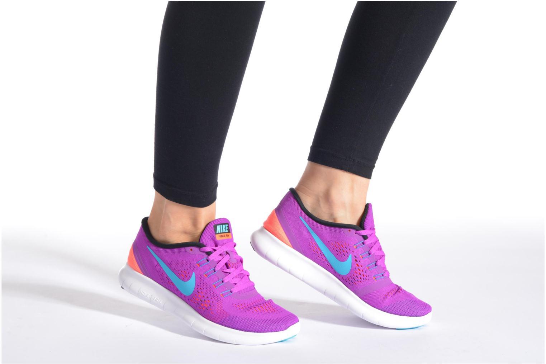 Sportschuhe Nike Wmns Nike Free Rn lila ansicht von unten / tasche getragen