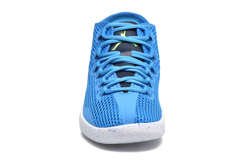 Scarpe con lacci Jordan Jordan Reveal Azzurro modello indossato