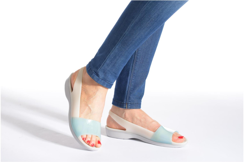 Sandales et nu-pieds Crocs ColorBlock Flat W Bleu vue bas / vue portée sac