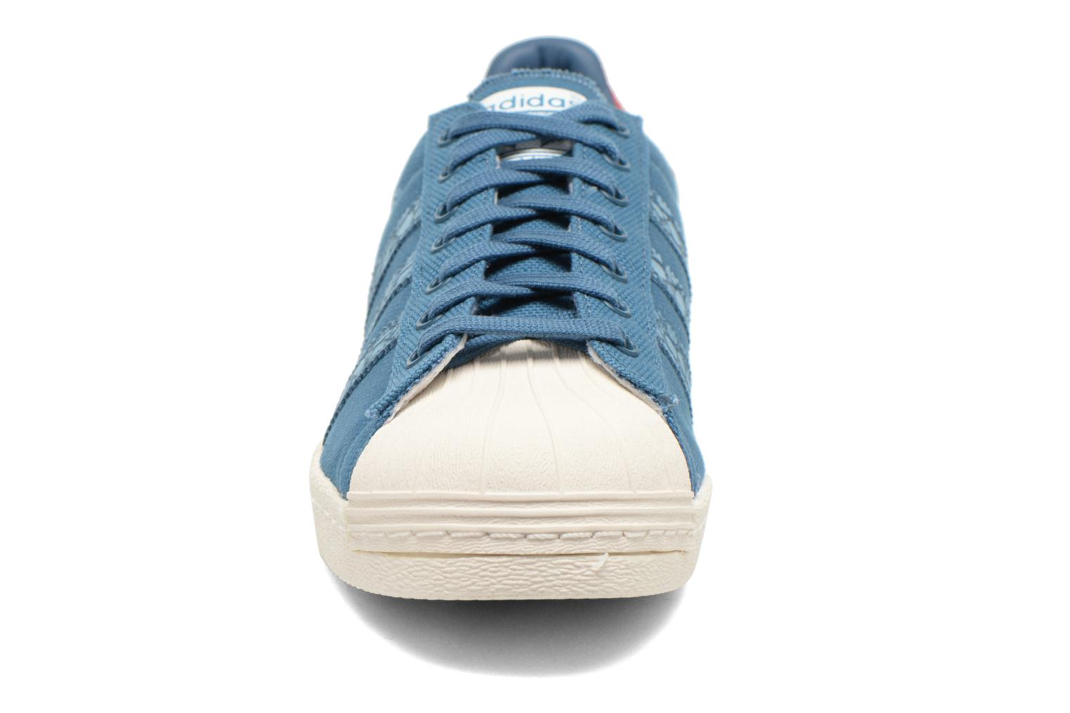 Baskets Adidas Originals Superstar 80S Animal Bleu vue portées chaussures