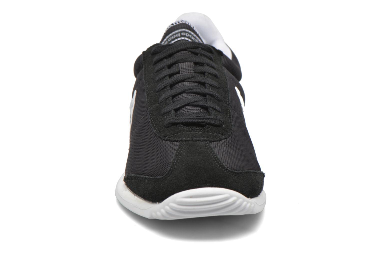 Sneakers Le Coq Sportif Quartz Nylon Nero modello indossato