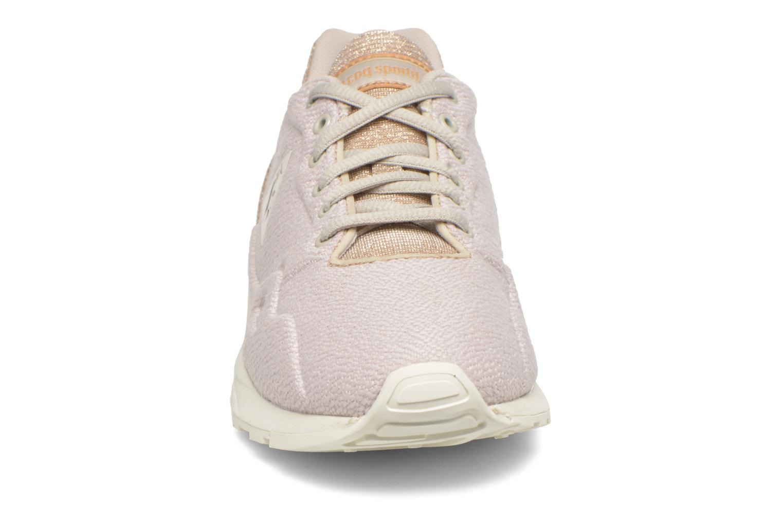Baskets Le Coq Sportif Lcs R900 W Glitter Beige vue portées chaussures