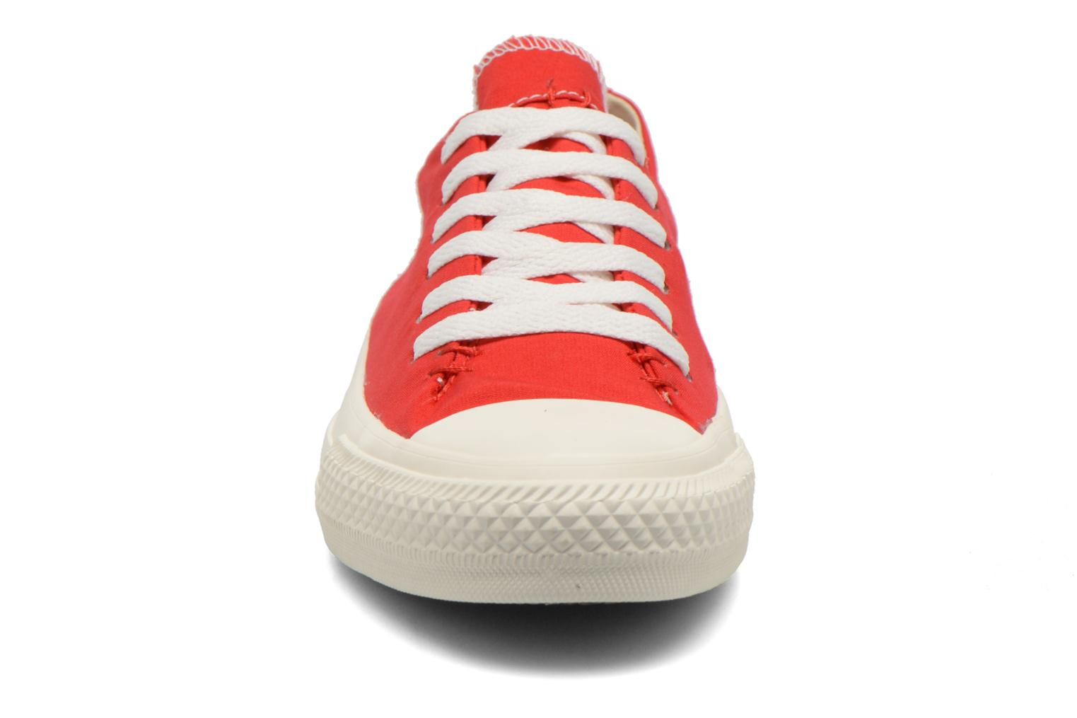 Baskets Converse Chuck Taylor All Star Sawyer Ox K Rouge vue portées chaussures