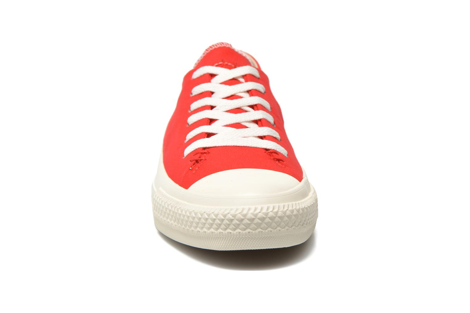 Baskets Converse Chuck Taylor All Star Sawyer Ox M Rouge vue portées chaussures