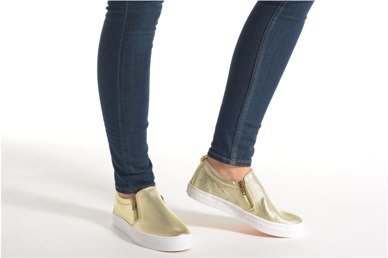 Sneaker Gioseppo Marsala gold/bronze ansicht von unten / tasche getragen