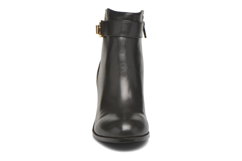 Bottines et boots Buffalo Sama Noir vue portées chaussures