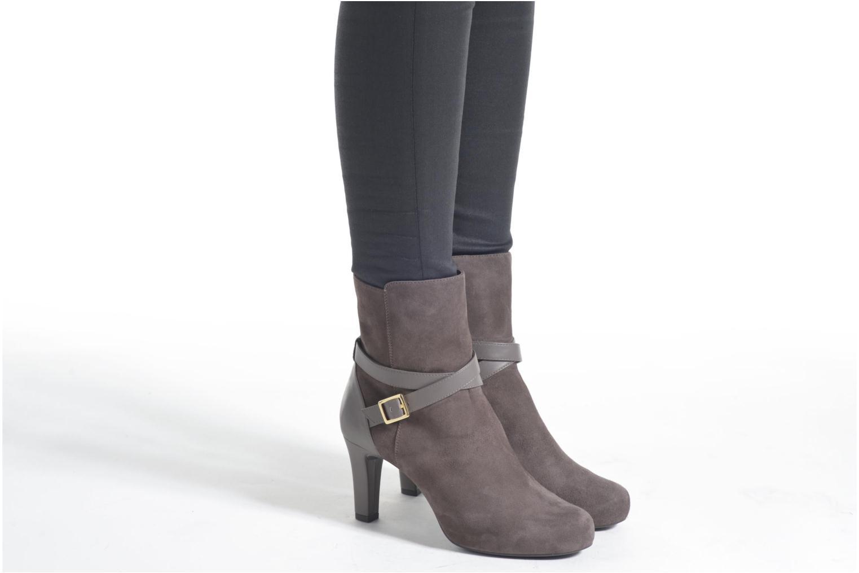 Stiefeletten & Boots Unisa Neil grau ansicht von unten / tasche getragen