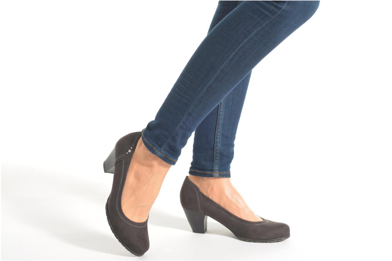 Pumps Jana shoes Jiveo 2 beige ansicht von unten / tasche getragen