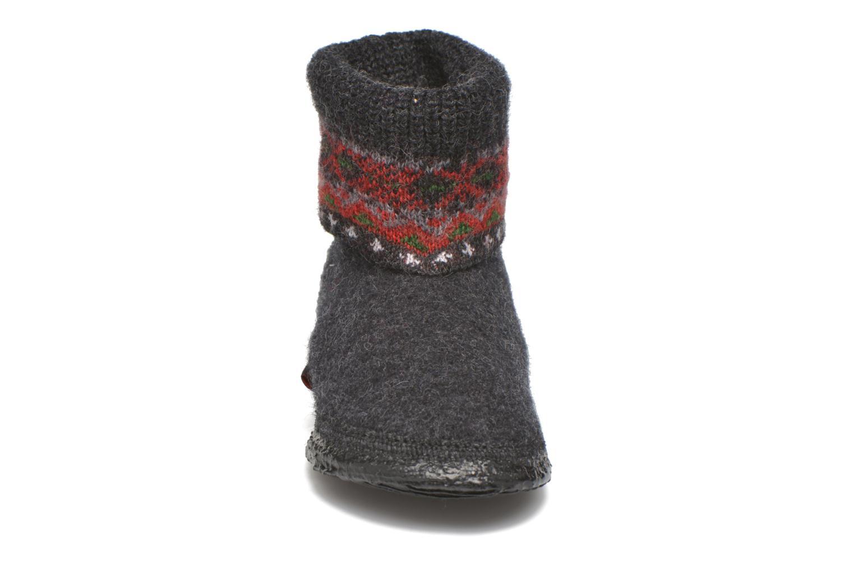 Hausschuhe Giesswein Kristiansand kid schwarz schuhe getragen