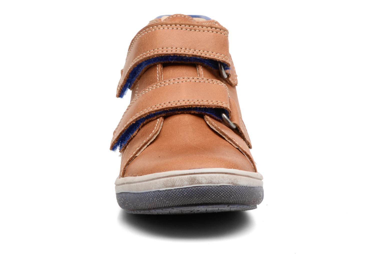 Chaussures à scratch Babybotte Antilles Marron vue portées chaussures