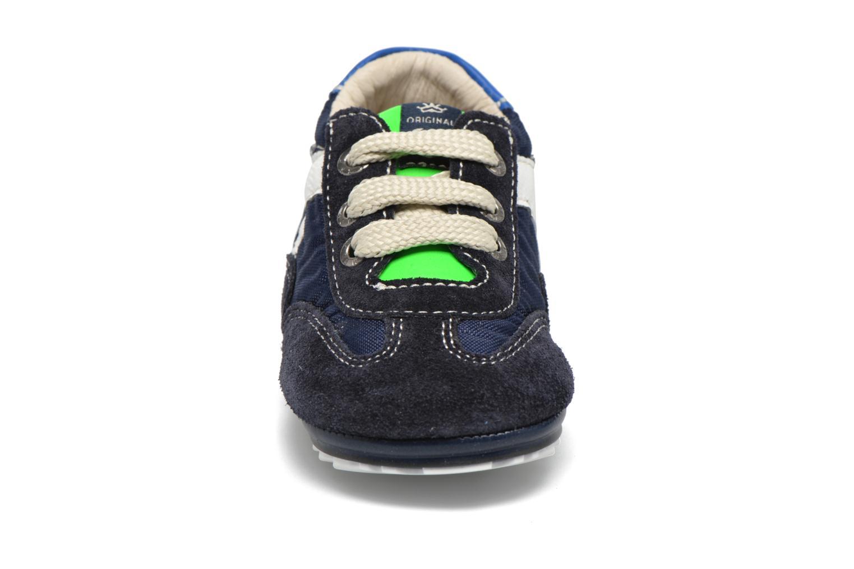 Sneakers Shoesme Sam Azzurro modello indossato
