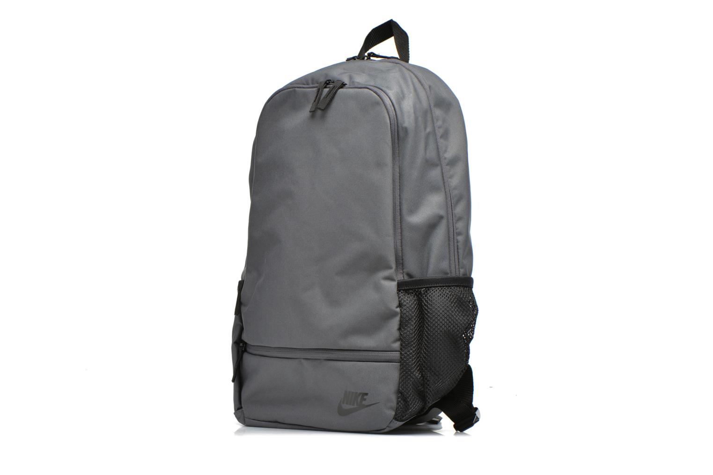 Sacs à dos Nike Classic North Solid Backpack Gris vue portées chaussures