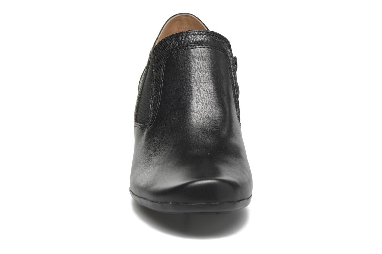 Stivaletti e tronchetti Caprice Shante bootie Nero modello indossato