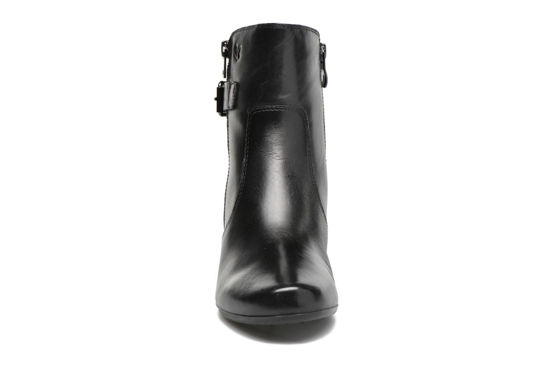 Bottines et boots Caprice Dora Bootie Noir vue portées chaussures