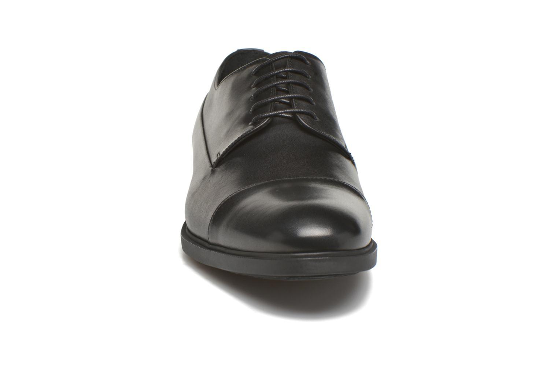 Snörade skor Kenzo Waldo Svart bild av skorna på