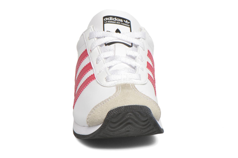 Baskets Adidas Originals Country Og C Blanc vue portées chaussures