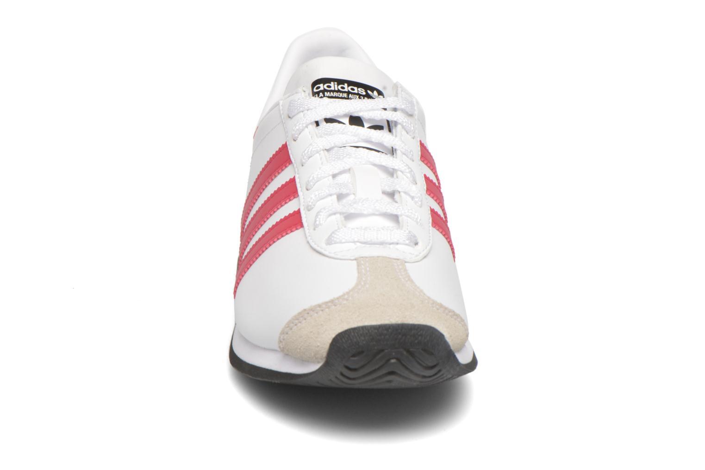 Baskets Adidas Originals Country Og J Blanc vue portées chaussures