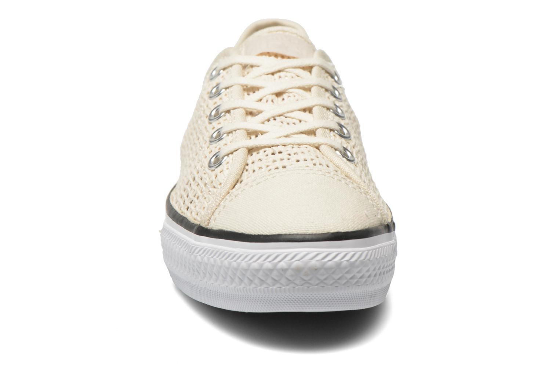 Sneakers Converse Chuck Taylor All Star High Line Ox Beige modello indossato