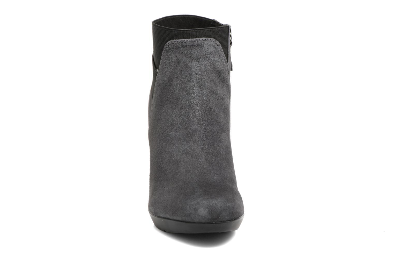 Boots en enkellaarsjes Geox D INSPIRATION ST. B D64G9B Grijs model