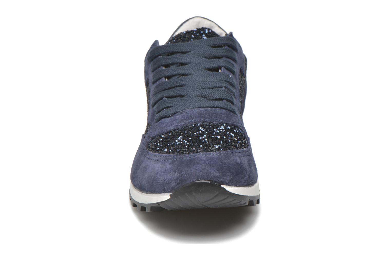 Sneakers Georgia Rose Skipo Azzurro modello indossato