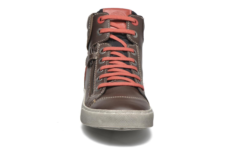 Baskets Kickers Custom Marron vue portées chaussures